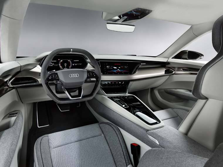Audi-GT_e-tron-Concept_gris-luces-interior-parte-delantera
