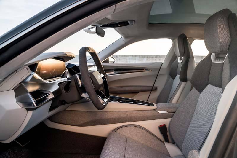 Audi-GT_e-tron-Concept_gris-luces-interior-asientosdelanteros