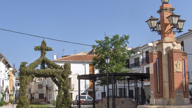 Foto de la plaza de Aras de Olmos, pueblo de Valencia