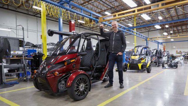 Arcimoto-modelo-fuv-evergreen-edition_dentro-fabrica