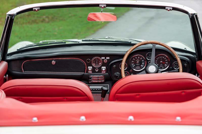 Aston_Martin_Heritage_EV-concept-interior-rojo-trasera