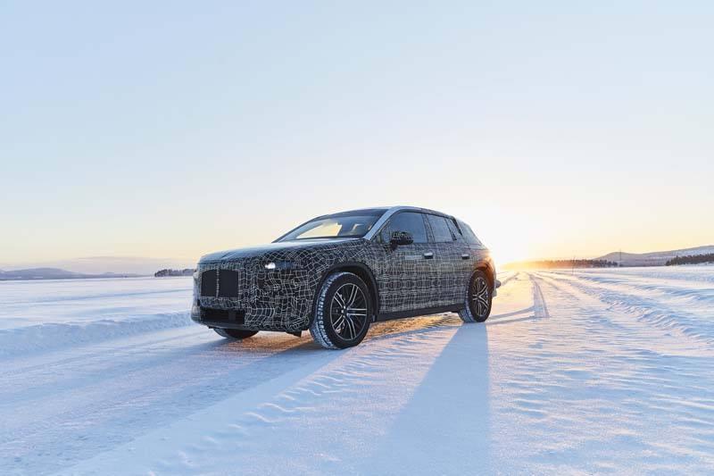 BMW-iNEXT-primeras-pruebas-invierno-Arjeplog _Suecia-sobre-nieve-sol-fondo