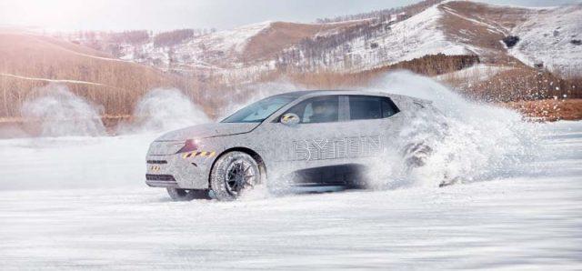 Byton-M_Byte-SUV-electrico-pruebas-invierno-mongolia-interior-China_derrapando-nieve