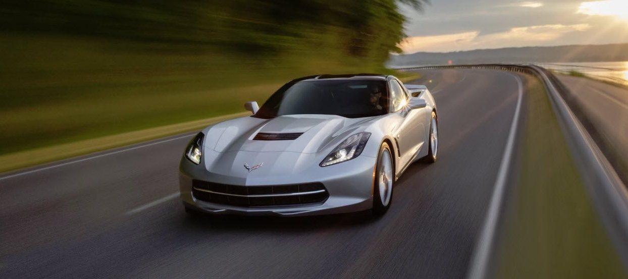 Chevrolet-Corvette-Stingray-2020-combustion-frontal-gris