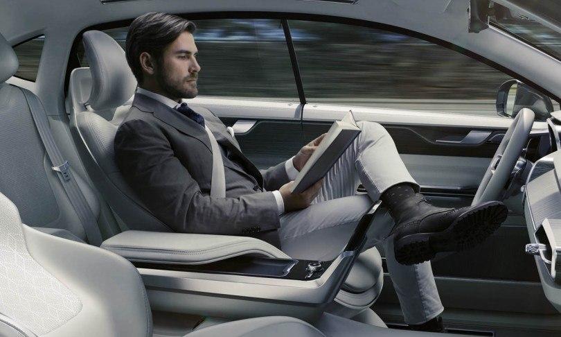 Imagen de un automóvil con conducción autónoma