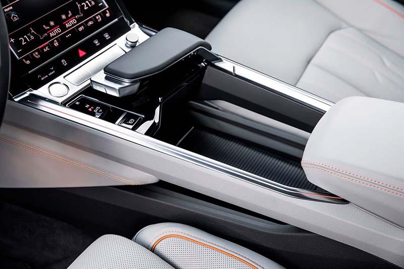 Consola-central_Reposamanos-Audi-e_tron-quattro