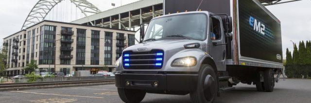 Daimler-Freightliner-eCascadia-camion-electrico