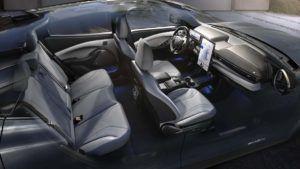 Foto del interior en blanco del Ford Mustang Mach E