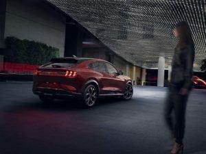 Foto Ford Mustang Mach E en color rojo