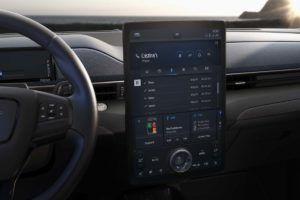 Detalle pantalla central Ford Mustang Mach E