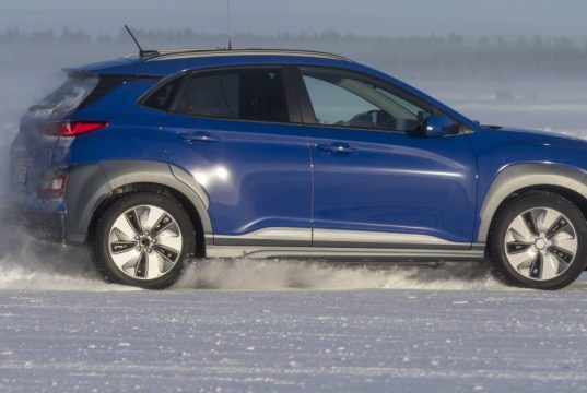 Imagen del test del Hyundai Kona bajo temperaturas muy bajas