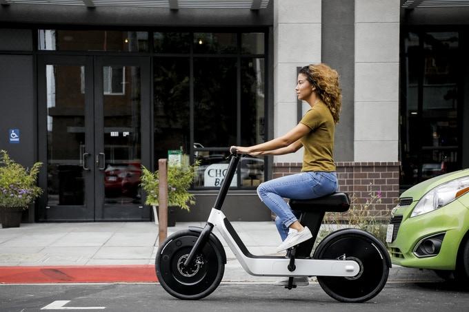 Karmic-OSLO-bicicleta-scooter-patinete-electrico-movimiento
