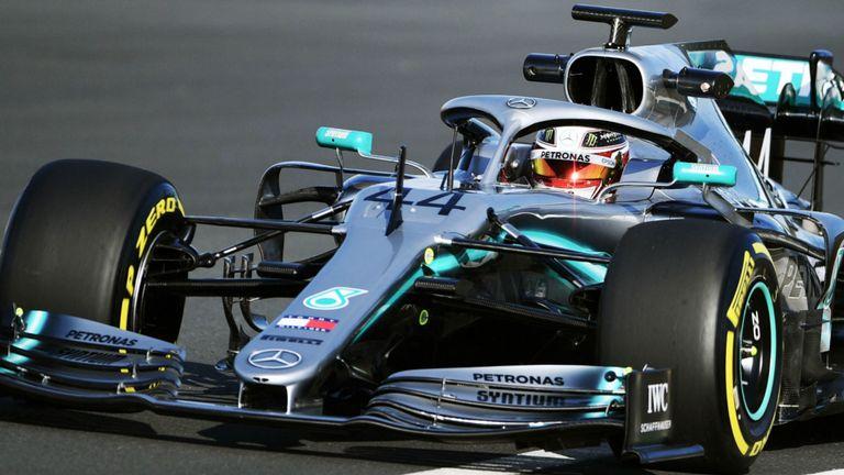 Foto de Lewis Hamilton pilotando el monoplaza de F1 de Mercedes