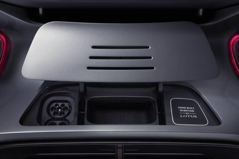 Lotus-Evija_compartimento-conector-carga