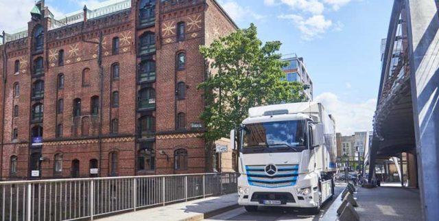 Mercedes-Benz-eActros-semirremolque-electrico-frontal2