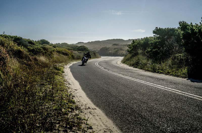 Motocicleta-electrica-ZERO-SR_F_curva-carretera-conduccion2