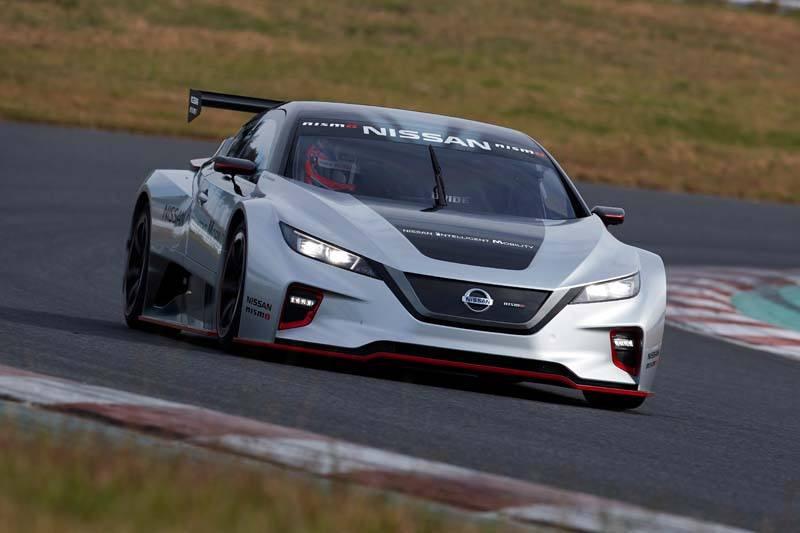 Nissan LEAF NISMO RC - Curva_Carretera-con_luces