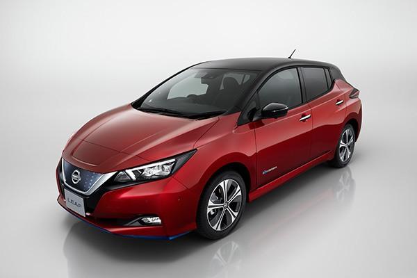 Nissan-Leaf-rojo