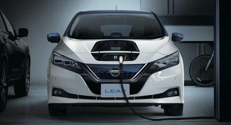 Nissan-Leaf_CHAdeMO-cargando