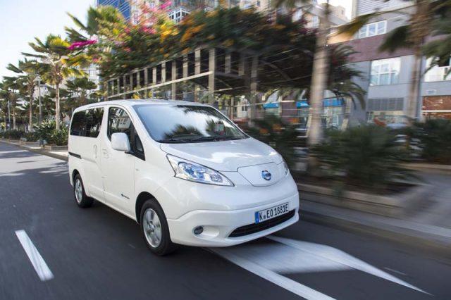 Nissan-e_NV200-conducciendo-ciudad