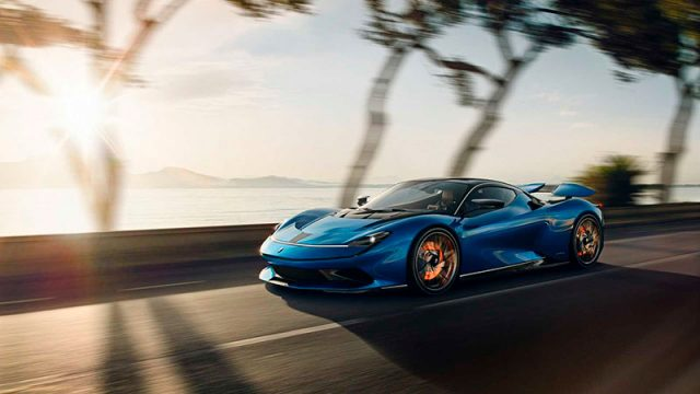 Pininfarina Battista de color azul