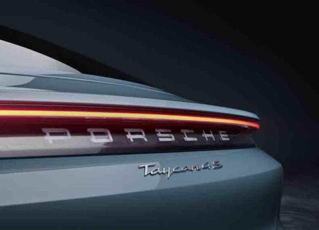Porsche-Taycan-4S_led-trasera