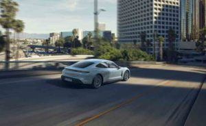 Porsche-Taycan-4S_movimiento-trasera2