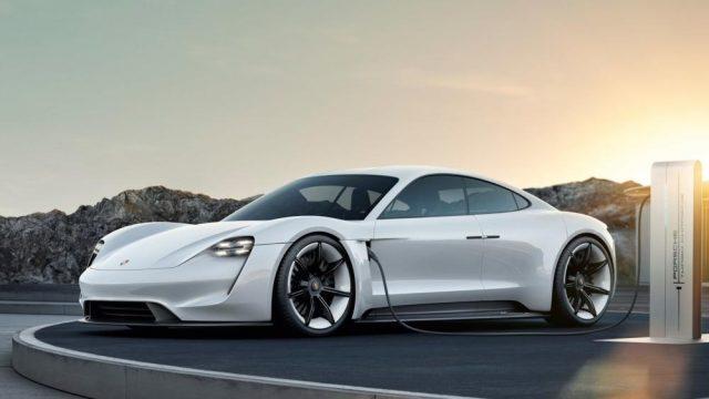 Porsche-Taycan-Cargando