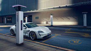 Porsche Taycan cargando en red Ionity