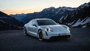 Foto de un Porsche Taycan blanco