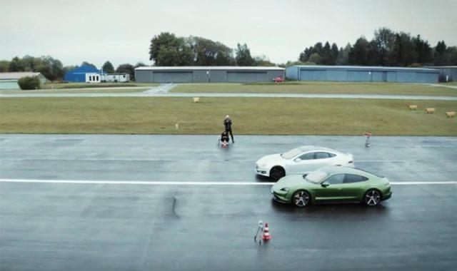 Foto del enfrentamiento del Porsche Taycan VS Tesla Model S