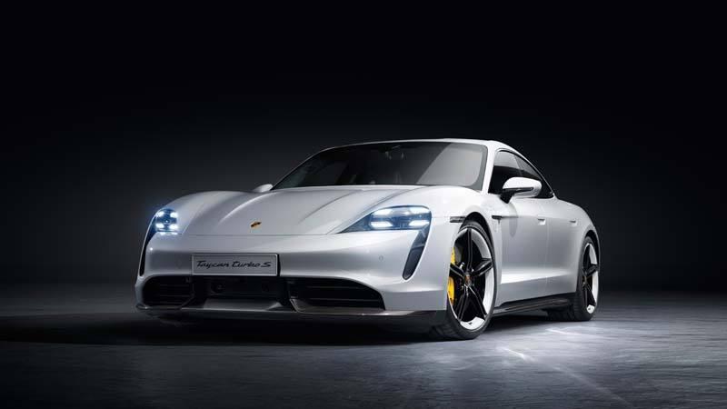 Porsche Taycan delantera