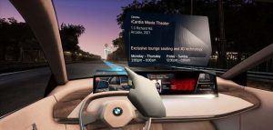 Realidad-virtual-desmotracion-sistema-interaccion-natural-multimodal-BMW-persentado-MWC2019-Barcelona-ejemplo-senalando-lugar-externo