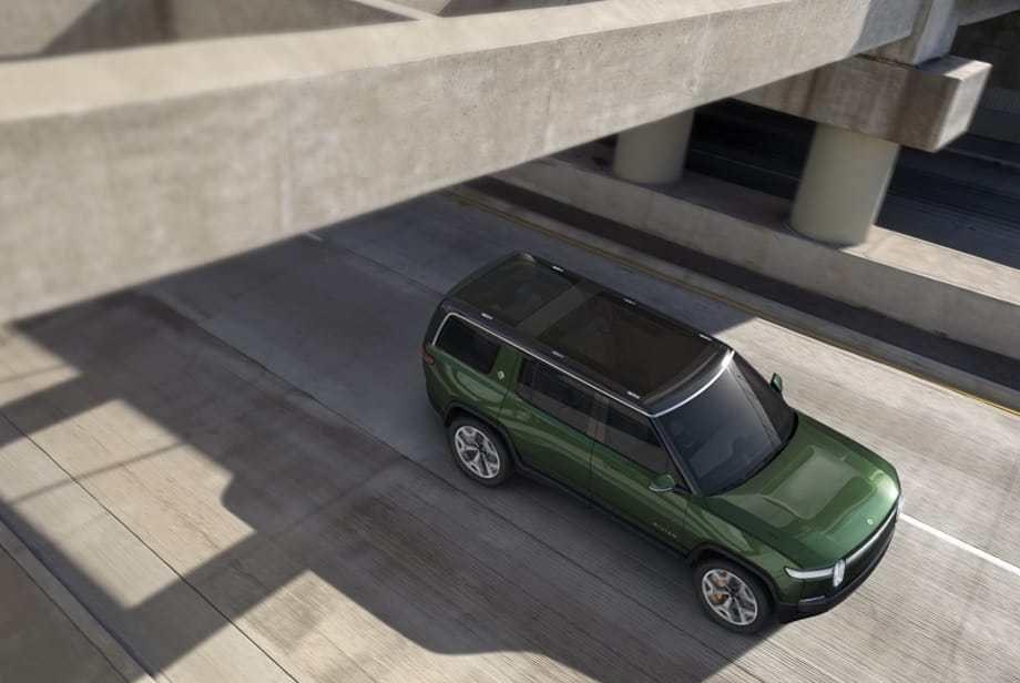 Rivian-SUV-R1S_ciruclando