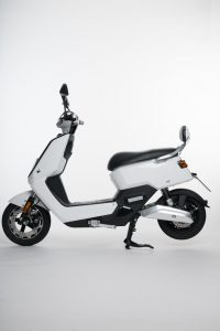 Scooter-electrica_NEXT-NX1_color-blanco-lateral