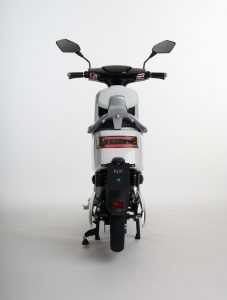 Scooter-electrica_NEXT-NX1_color-blanco-trasera