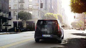 Sono-Motors-Sion-coche-electrico-solar-presentada-version-producción_trasera-entorno-urbano