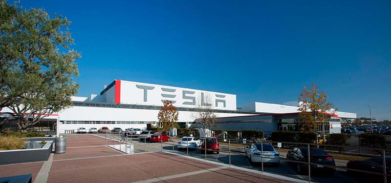 Tesla-Fabrica_Freemont-Exterior