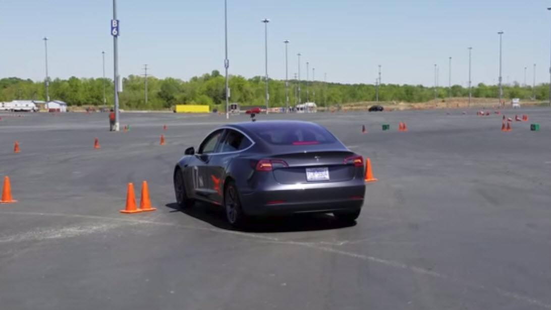 Tesla-Model-3_Autocross02