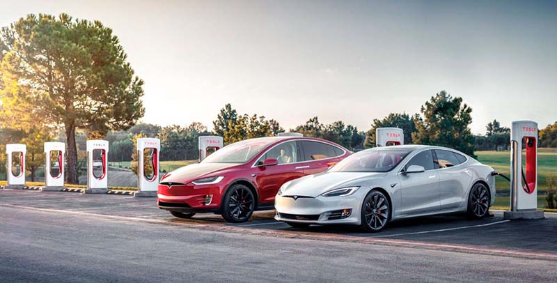 Tesla-ModelS-X-cargando-Supercharger