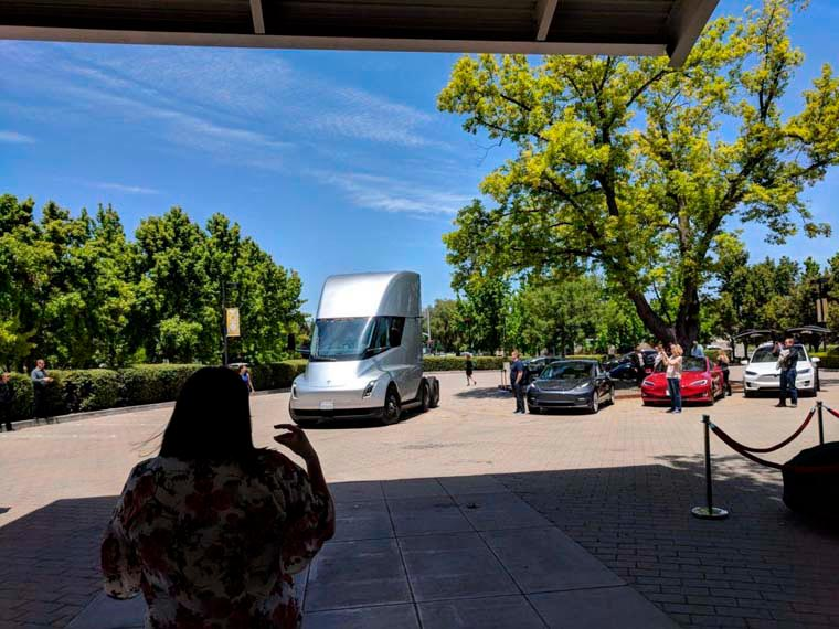Tesla-Models_Junta-Junio2018