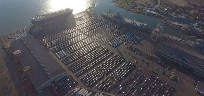 Tesla-coches-aparcamiento