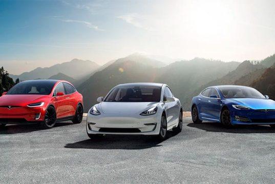 Foto donde aparece el Tesla Model 3, Tesla Model S y Tesla Model X juntos