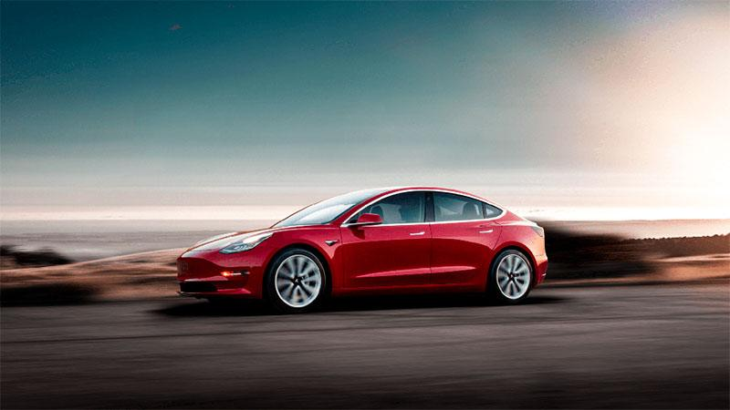 Tesla Model 3 en color rojo