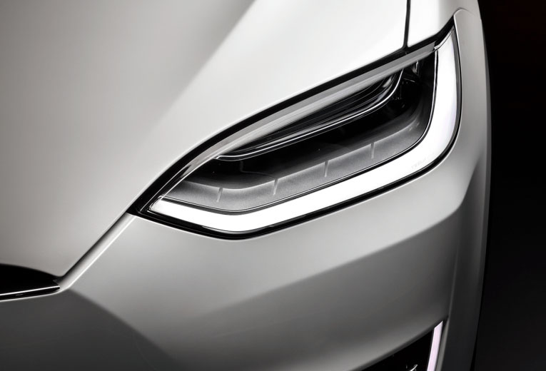 Model X - Luces Delanteras