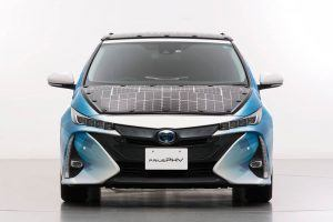 Toyota-prius-PHV-tecnologia-solar-sharp-nedo_frontal