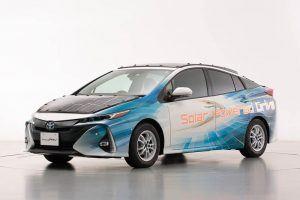 Toyota-prius-PHV-tecnologia-solar-sharp-nedo_frontal-izq