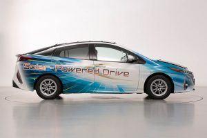 Toyota-prius-PHV-tecnologia-solar-sharp-nedo_lateral-dcho