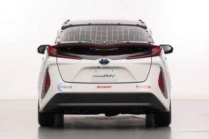 Toyota-prius-PHV-tecnologia-solar-sharp-nedo_lateral-izq