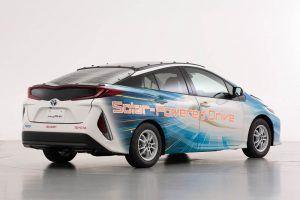 Toyota-prius-PHV-tecnologia-solar-sharp-nedo_trasera-dcha